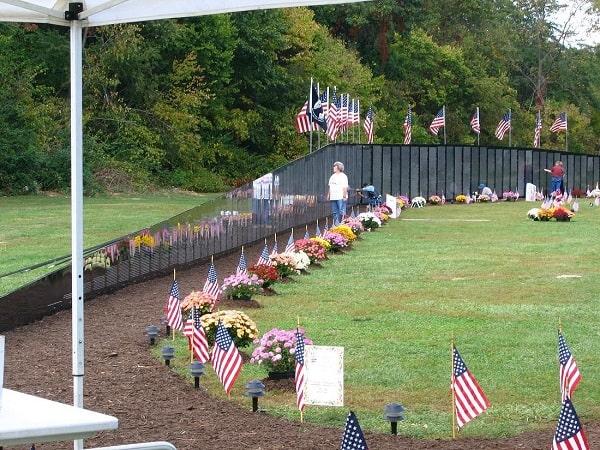 دیوار ویتنام، یادمان سربازان کشته شده آمریکایی